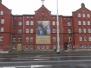 Adwentowy baner na fasadzie Domu Miłosierdzia