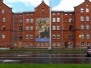 Nowy baner na fasadzie domu